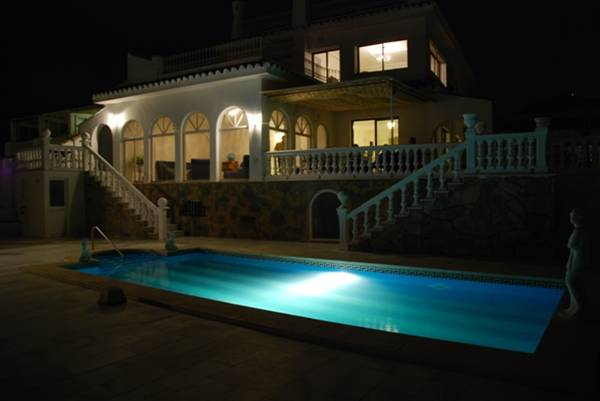 Poolarea night